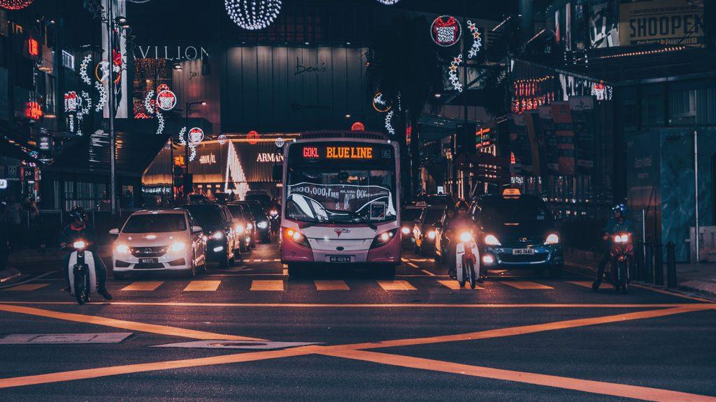 เทคนิคขับรถตอนกลางคืน